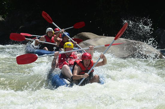 Rafting en aguas blancas de Tully...