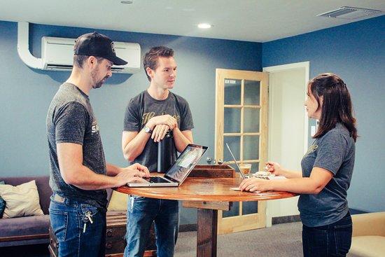 Shasta Lake, CA: Co-Working Lounge