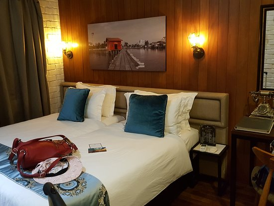 Reunion Heritage house: Deluxe King room but I request for 2 single bed