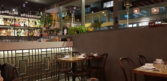 The Rice Den: Pleasant surroundings and full bar service