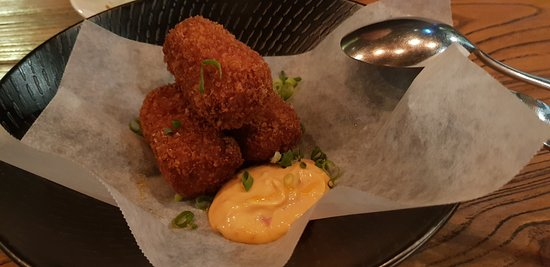 St Leonards, ออสเตรเลีย: Satay chicken croquettes kaffir lime, house made chilli oil, sambal mayo (3 pieces)