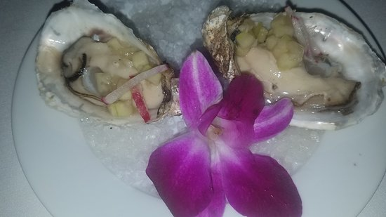 Kincaid Grill and Wine Bar: Oysters on the half shell with a cucumber mignonette