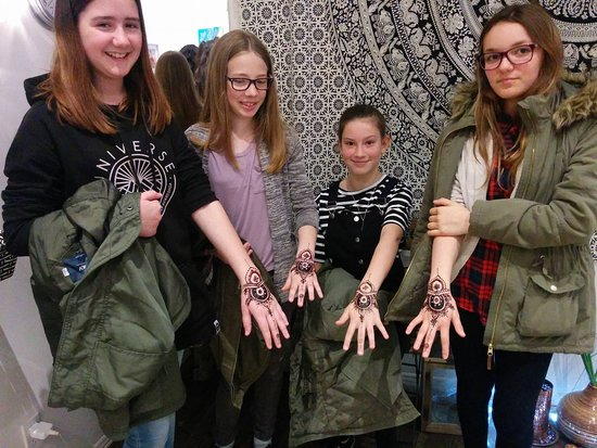 Henna Tattoo Boutique: Group session!