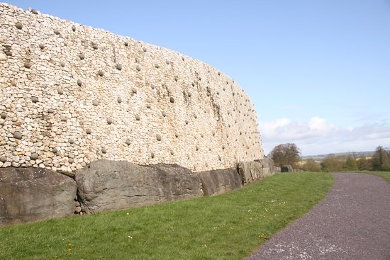 Newgrange: White stone face of right section of mound