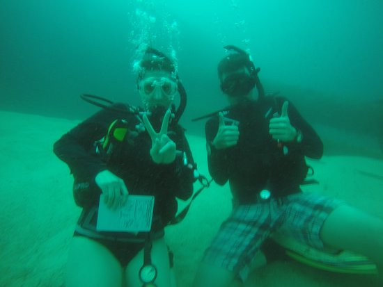 Real Divers: Chilling at 30 meters