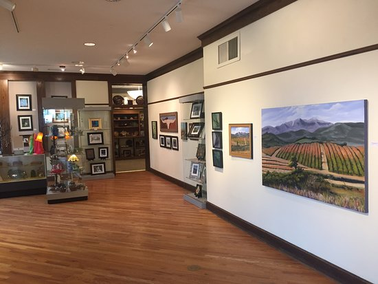 Aitkin, MN: Displays of local artist work