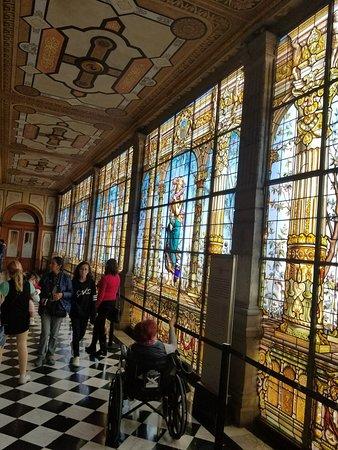 คาสติโลเดอชาปูเทเปค: stained glass hallway