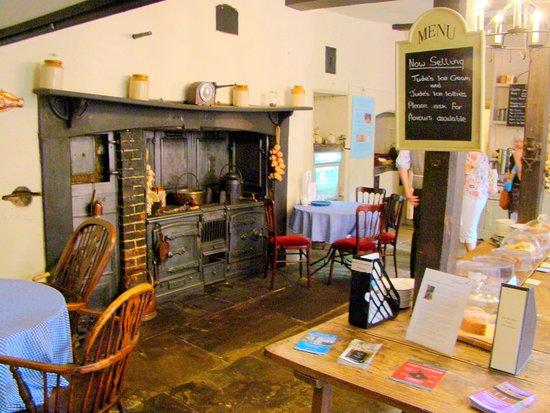 Chawton House : Old kitchen used to supply teas