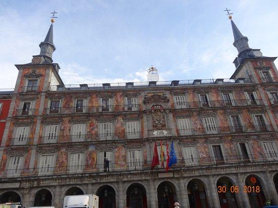 Plaza Mayor: Impressive building