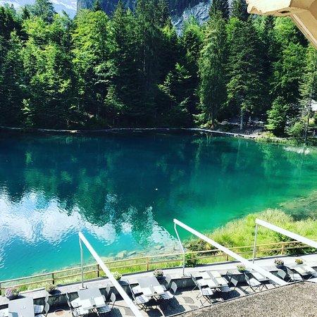 Hotel Blausee: Türkis farbenes Wasser wohin man schaut!
