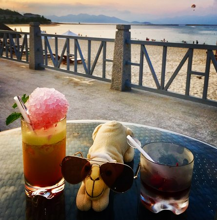 Vinpearl Resort Nha Trang: Luxury Travel Camel has a few cocktails