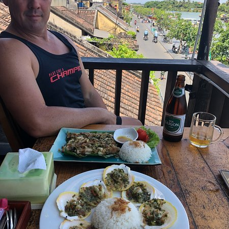 Hong Phuc 2: Lovely lunch upstairs with a cold beer and mojito.