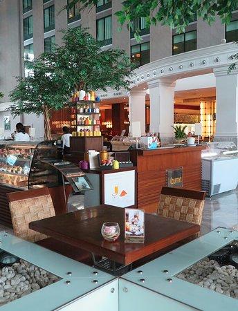 โนโวเทล แบงคอค สุวรรณภูมิ แอร์พอร์ท: Kudsan Bakery & Coffee มุมสบายๆมีเบเกอรี่และกาแฟ ให้บริการครับ