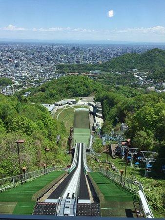 Mt. Okura Observatory: 坐纜車上來後一覽無遺的札幌風光