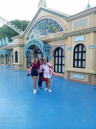Enchanted Kingdom: Best amusement park in the Philippines. Especially the Agila