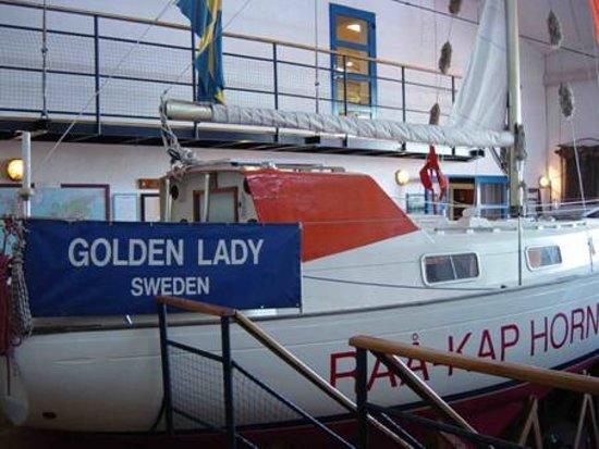 Råå Museum för fiske och sjöfart:  Golden Lady, den trefaldige ensamvärldsomseglaren Kurt Björklunds segelbåt.