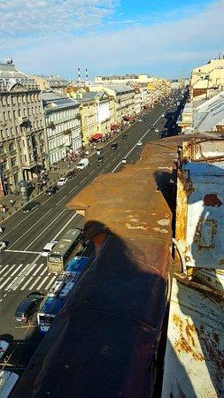 Отличный вид на Питер с крыши в центре города!