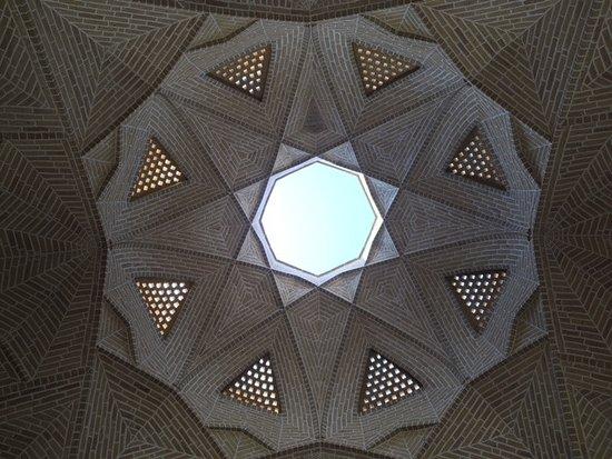 Step to Iran: ingresso al caravanserraglio di Kashan