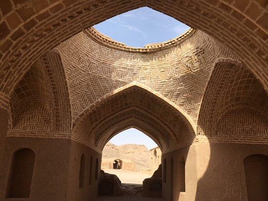 Step to Iran: Torri dei silenti, Yazd