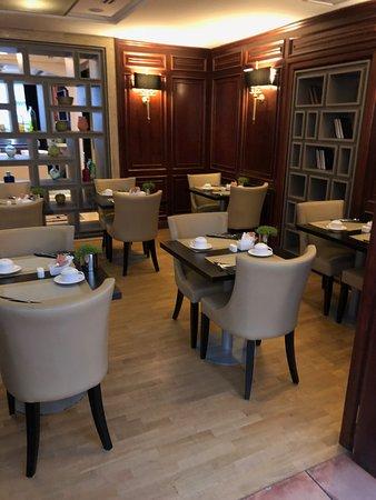 Melia Paris Tour Eiffel: Dining area for breakfast