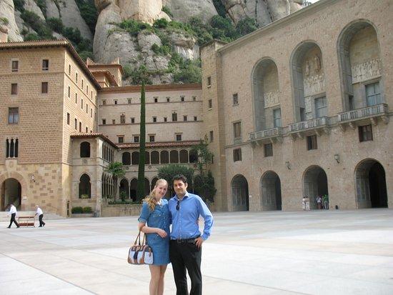 OkAi Barcelona : 1 day Montserrat tours