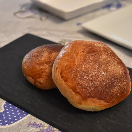 San Rocco a Pilli, Włochy: Breakfast Day 1 - Brioche Buns with Homemade Jam. Marie is the best baker in Europe!