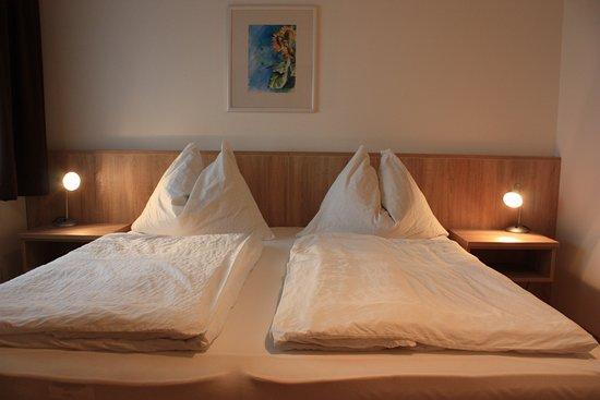 Apetlon, Austria: Unsere neu renovierten Doppelzimmer mit Blick zum Garten