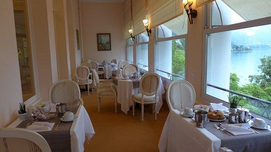 Hotel du Grand Lac Excelsior : место завтрака