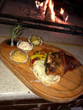 Staroceska Krcma: Slowly roasted pork knee