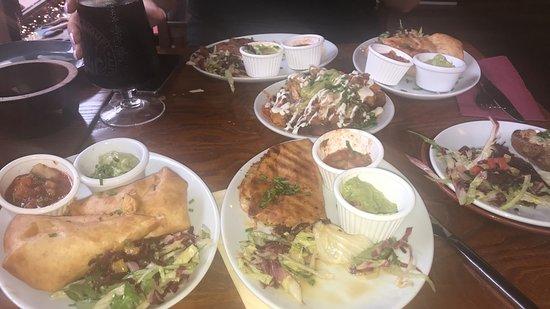 La Parrilla Mexican Bar & Grill: Starters - Quesadillas and taquitos
