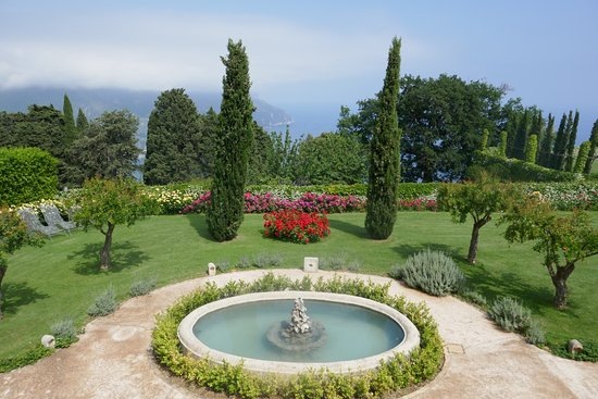 Villa Cimbrone Gardens : Finally a well-tended section...but it's part of the hotel and only accessible to hotel guests.