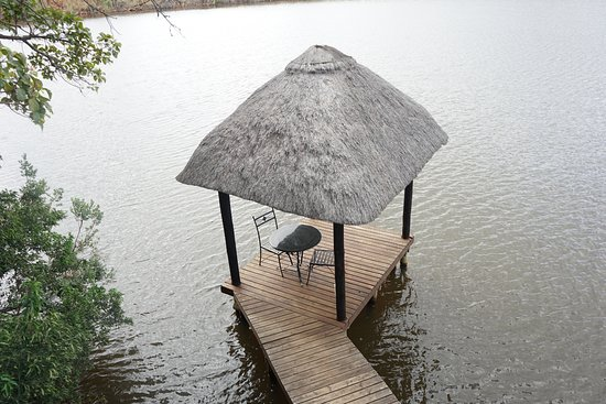 Entabeni Game Reserve, África do Sul: Amazing sit-out at the Lake facing the mountain