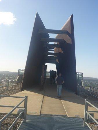 Broken Hill Miner's Memorial : Long & Narow