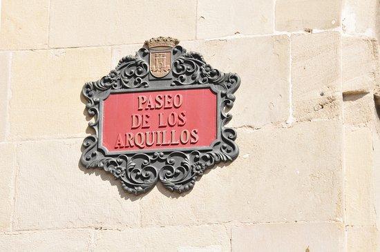 Paseo de Los Arquillos: Street view.