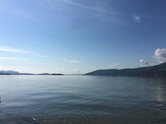 Camping Isolino Villaggio: Evening lake