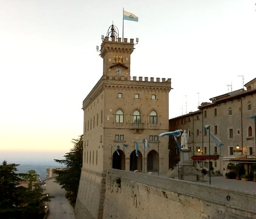 COLOMBO GROUP - Day  Private Tours in San Marino and on the Adriatic coast. رحلة الى سان مارينو