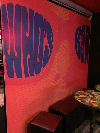 Le Who's Bar: Le décor de la scène !