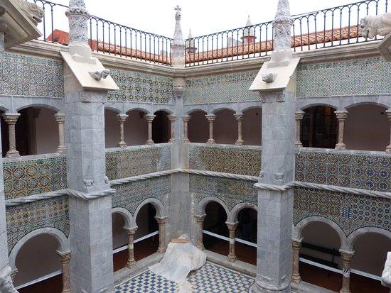 พระราชวังหลวงเปนา: Cour intérieure