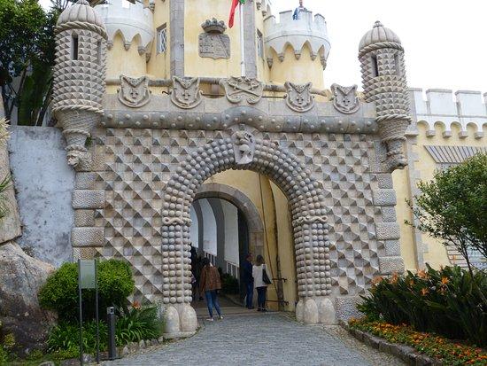 พระราชวังหลวงเปนา: La porte d'entrée