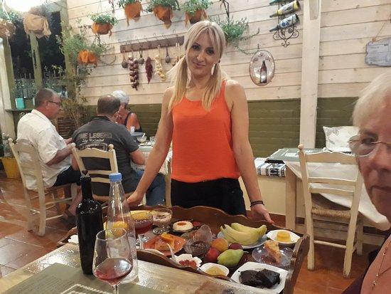 Rouga tou Mpaoula : service with a smile