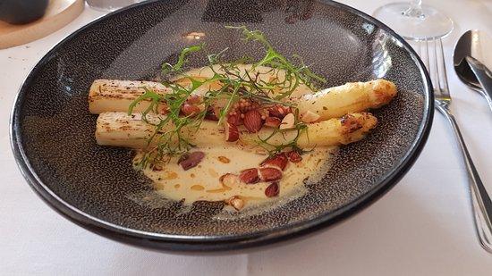 De Kleinen Bistro: Overheerlijke asperges in een saus van tierenteynmosterd...
