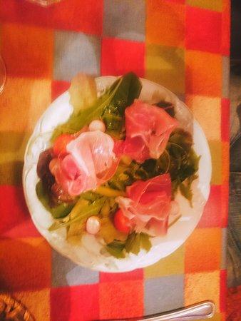 Paul's place: Salade jambon cru (entrée)