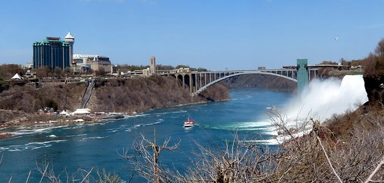 the Carillon Bell Tower is just to the left of Rainbow Bridge on the Canadian side