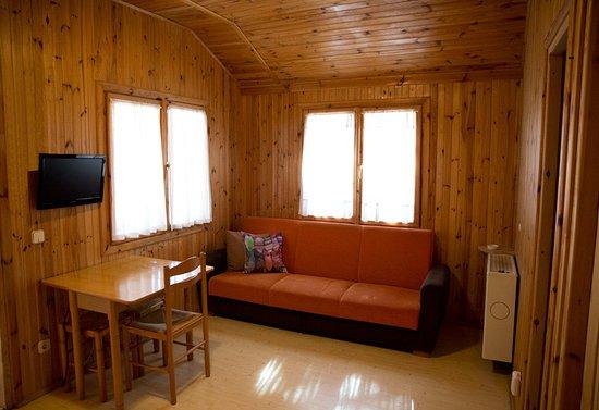 Peguerinos, Spain: Salón de casa de madera