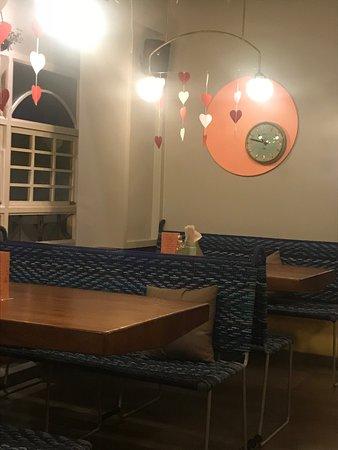 Jamjar Diner: Tables