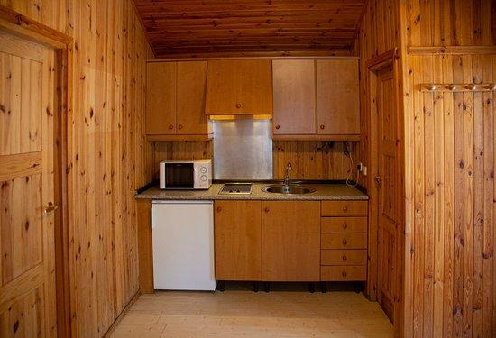 Peguerinos, Spain: Cocina casa de madera