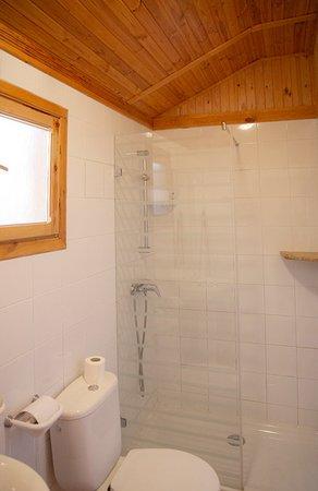Peguerinos, Spain: Baño casa de madera