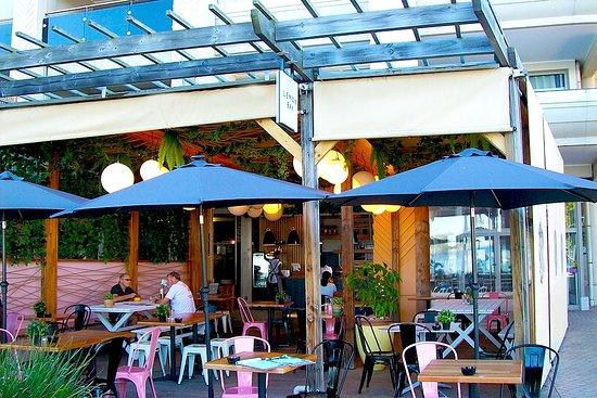Lemon Bay Cafe: Lemon Bay Café. Mirage Plaza.