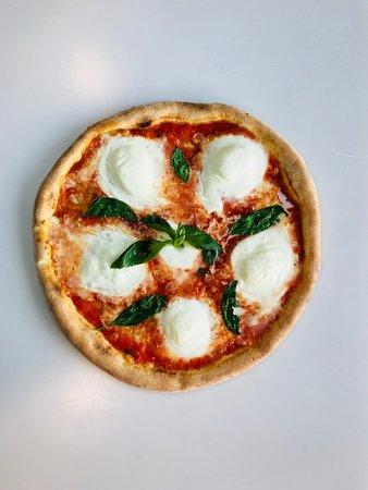 Il Casottino: pizza con mozzarella di bufala campana e basilico