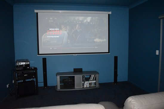 Mapleton Springs : Private Cinema connected to the Internet & Netflix